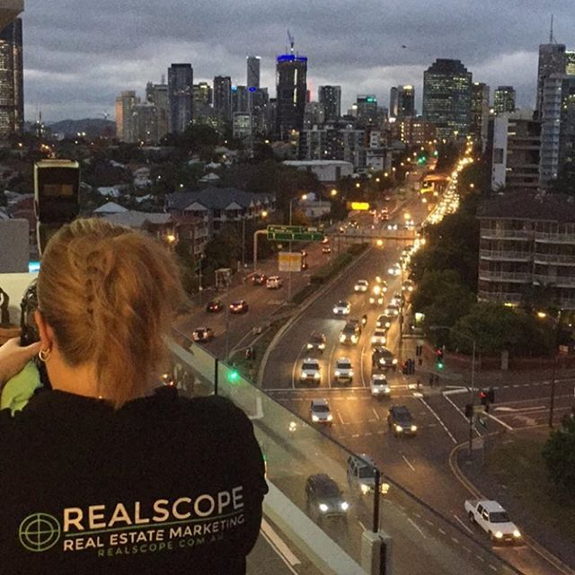 This was Felicity's office for the night. Check out that city view 😍 The view wraps around to the river on the right too. Thanks for taking this shot @benjamin_smith @placecoorparoo #photosbyrealscope #brisbanerealestatephotographer #brisbanerealestatephotography #brisbanerealestate #brisbanecityview #eastbrisbane #comingsoon