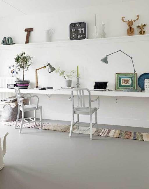 Lange wandplank, mooie accessoires en tapijtjes