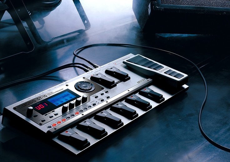 Roland BOSS GT-10 (guitar multi effects processor).