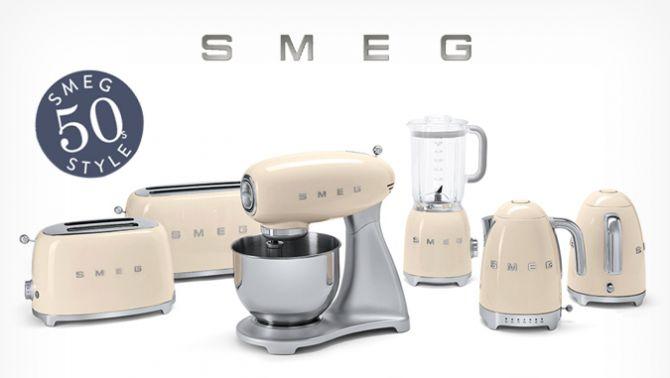 Prodotti dalle forme bombate e compatte, i piccoli elettrodomestici Smeg sono protagonisti della cucina, pensati per chi desidera vivere un'esperienza da chef ma non solo.