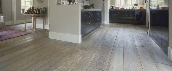 Ouden houten vloer. Wilt u ook een nieuwe vloer aanleggen? Plaats dan gratis uw klus op www.Klusopmaat.nl!