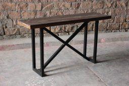 Avlastningsbord med bordsskiva av återvunnet trä