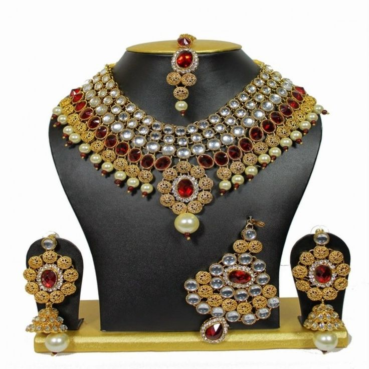 One-Of-Its-Kind Necklace Set with Pearls in Maroon