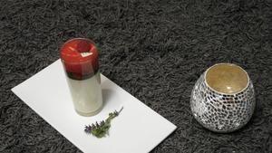 Rezept: Joghurt-Thymian-Panna Cotta mit Himbeer-Espuma und Kräuter Honig-Sorbet