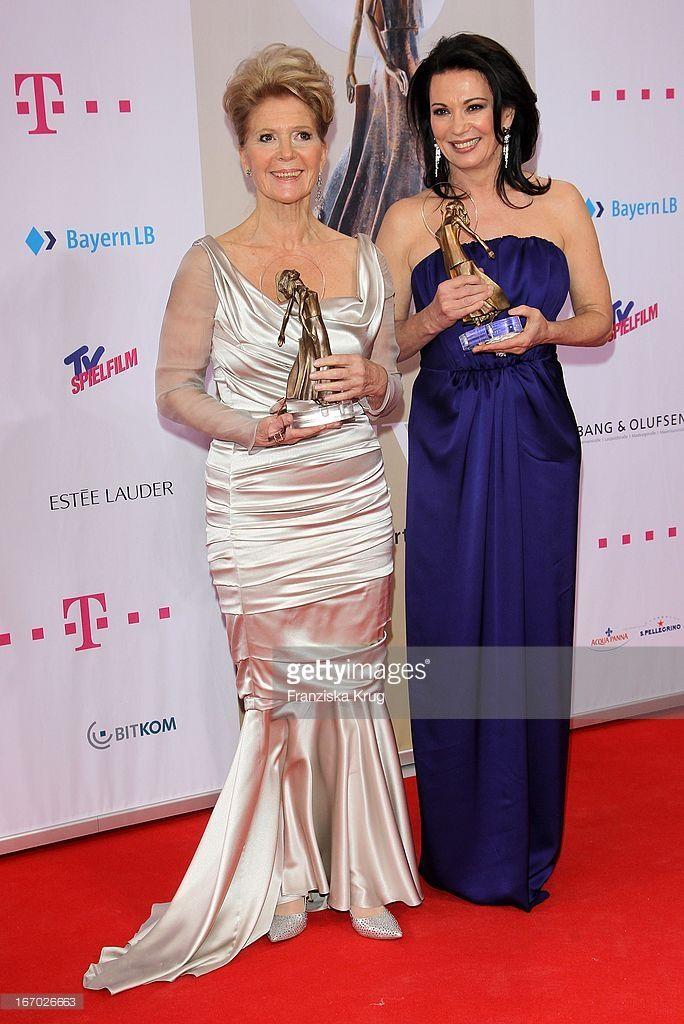Christiane Hörbiger Und Iris Berben Bei Der 20. Verleihung 'Diva - Deutscher Entertainment Preis' Im Hotel Bayerischer Hof In München .