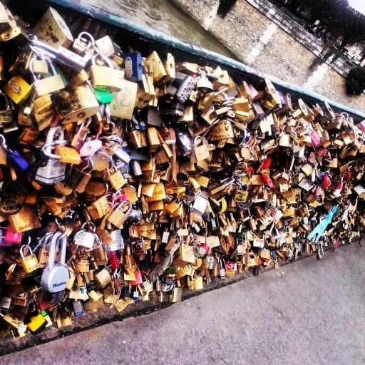A locker which represent the infinity of a love - all of it have now be taken away because it was to heavy - Pont des Arts a monument by thoses lockers, bridge of love, which is now only a bridge