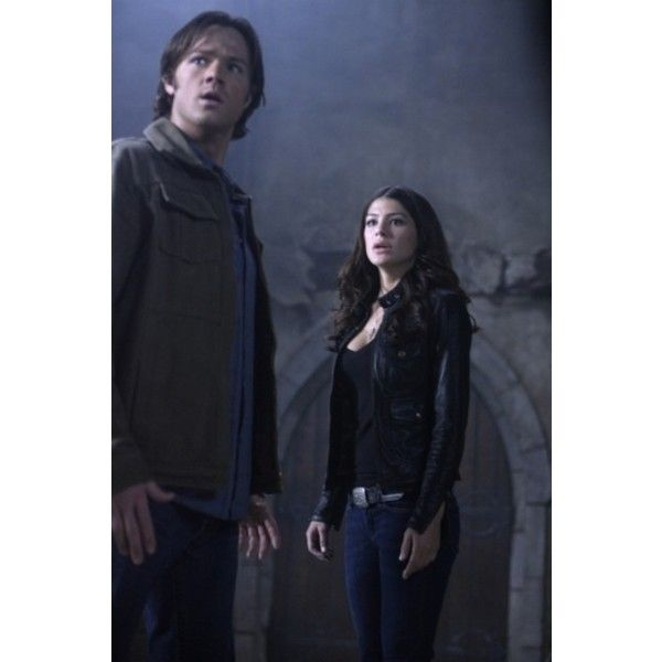 Jared Padalecki e Genevieve Cortese in un momento dell'episodio... ❤ liked on Polyvore featuring supernatural
