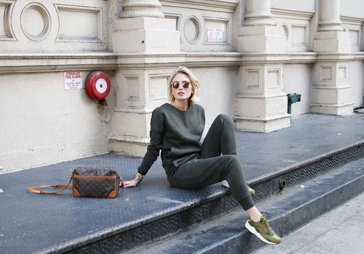 Nike's Tech Pack in de mooiste street style looks - Get sporty: hoe Nike sportswear de street style van de internationale modeweken domineerde