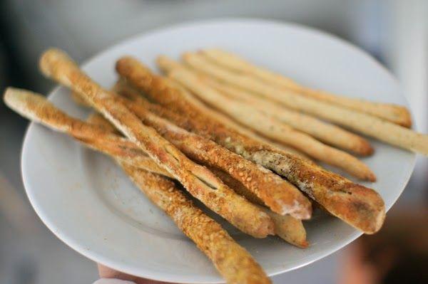 Ingrédients:  500 g de farine de blé 25 g de sucre en poudre 25 g de sel fin 15  cl d'eau  15  cl d'huile d'olive 14 g de levure boulangè...