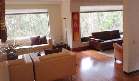 Colombia, Bogota. Moderno apartamento muy bien ubicado en el sector de Monte arroyo. Excelente vista a su hermosa naturaleza que lo rodea.  http://www.colombiaexclusive.com/inmobiliaria/laventa.php?idventa=432