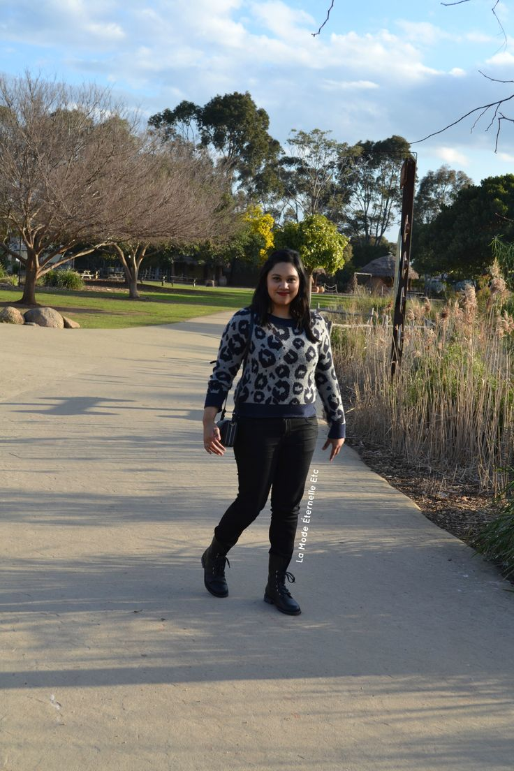 A day at the zoo! #leopardsweater #militaryboots #blackjeans #tonybiancobag #redlips