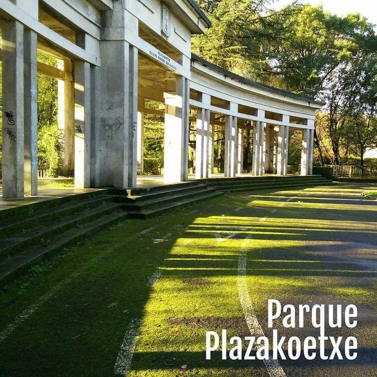 Sin filtros ni retoque. El musgo se hace dueño del suelo del #parquePlazakoetxe. En la foto queda bonito la verdad. Pero resbala mancha y no es plan que esté así... #abandonadosGDKO #musgo #plazakoetxe #ayuntamientoGDKO #tumblrgdko #fbGDKO