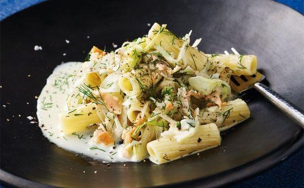 Opskrift på pasta a la creme med porrer og laks