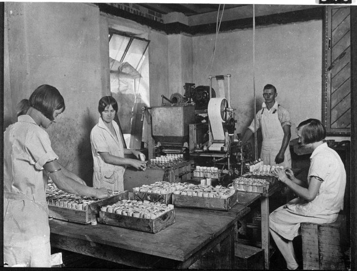 128282PD: Peters American Delicacy factory, Roe Street, Perth. Packing icecream, 1930s. http://encore.slwa.wa.gov.au/iii/encore/record/C__Rb2519306__S128282pd__Orightresult__U__X3?lang=eng&suite=def