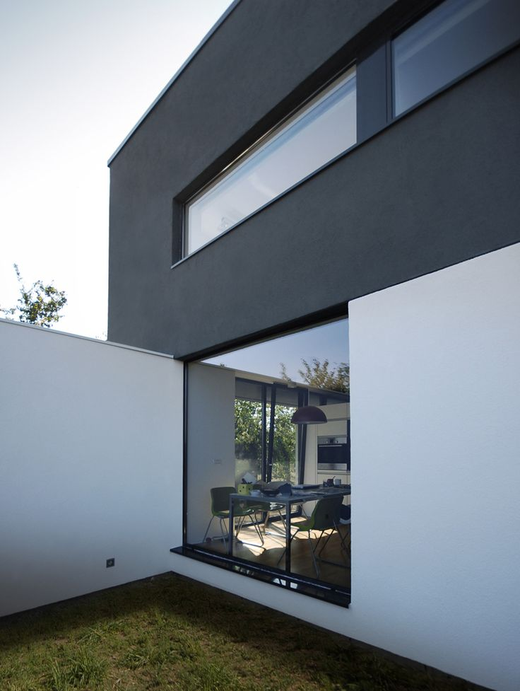 Black on White - Parasite Studio | First In Architecture