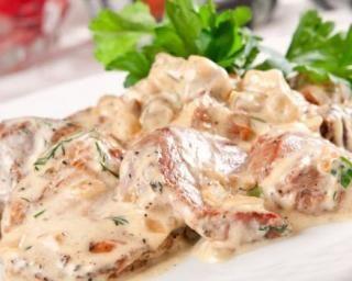 Rôti de dinde crémeux au fromage blanc : http://www.fourchette-et-bikini.fr/recettes/recettes-minceur/roti-de-dinde-cremeux-au-fromage-blanc.html