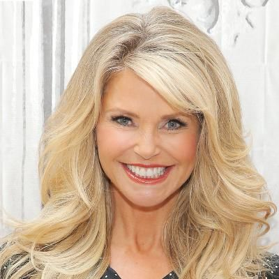 Buzzing: Christie Brinkley Shows Off an Incredible Bikini Body During a Family Vacation #fashion