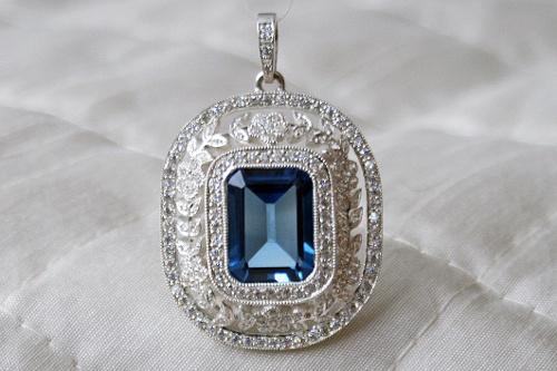 Classic pendant. Unique. Handmade by CaiSanni.