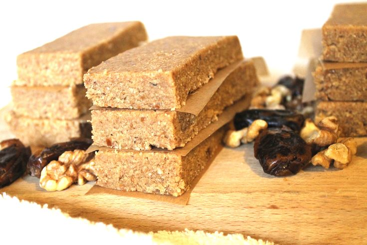 Raw Vegan Bars with Walnuts and Dates (sugar free, vegan, 100% healthy)