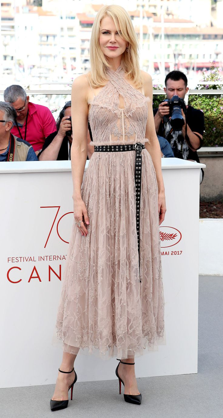 NICOLE KIDMAN- like the dress don't get the Hot Topics belt and black shoes