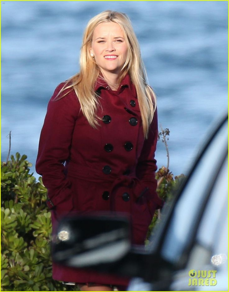 Shailene Woodley Shakes Hands With Reese Witherspoon on 'Big Little Lies' Set | Photo 921248 - Photo Gallery | Just Jared Jr.