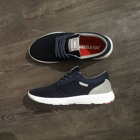 Le style sportif  revient en force avec ces Supra Hammer Run Navy/White.  Disponible sur l'eshop Pikandandclik.com.    #supra #hammer #run #chaussures #sneakers #instakicks #todayskicks #dailykicks #sneakerfreaker #sneakernews #hommes #skate #skateshoes #men #shoesaddict #nicekicks #sneakersaddict #sneakerhead #navy