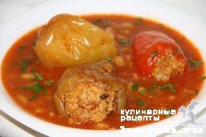 Томатный суп с фаршированным перцем и фасолью