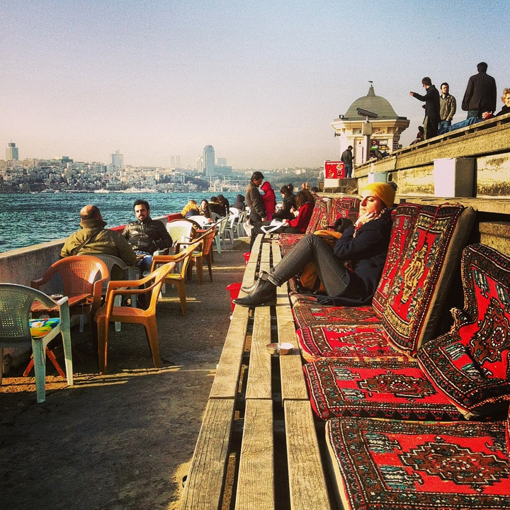 Get a tea and enjoy the sunset... Istanbul's best sundowner at the Üsküdar promenade.