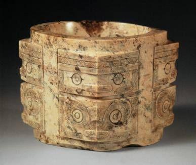 Cong 琮 di giada della cultura di Liangzhu con decorazione in stile Taotie 饕餮.