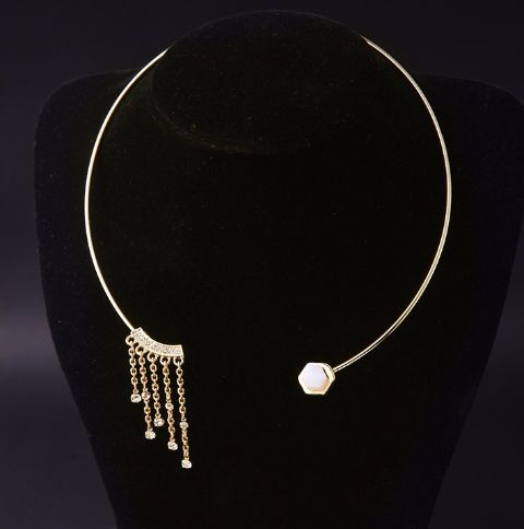 Embrace surrealism with the charm of this beautifully designed neck piece!