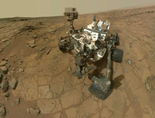 Tras gastar miles de millones de dólares para posar sobre la superficie de Marte un robot destinado a buscar rastros de vida, la NASA no puede enviarlo a zonas donde hay posibilidades de hallarlos por temor a que sean contaminados con microbios de la Tierra.