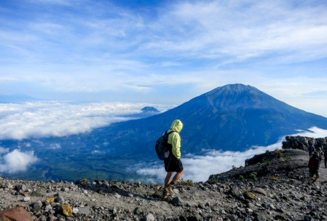 hiking-merapi-volcano