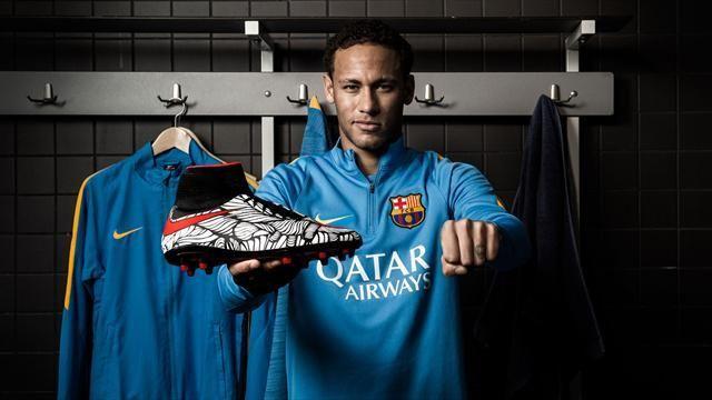 Football : un artiste brésilien pose ses pinceaux sur les chaussures de Neymar - Economie - Eurosport