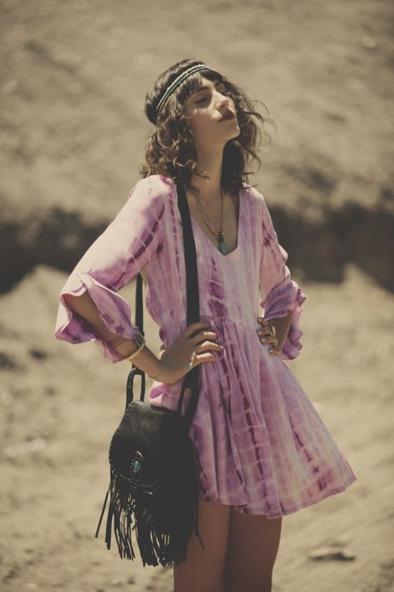 Sunshine queen! Tie dye dress, black fringe purse, perfect accessories! LOVE.