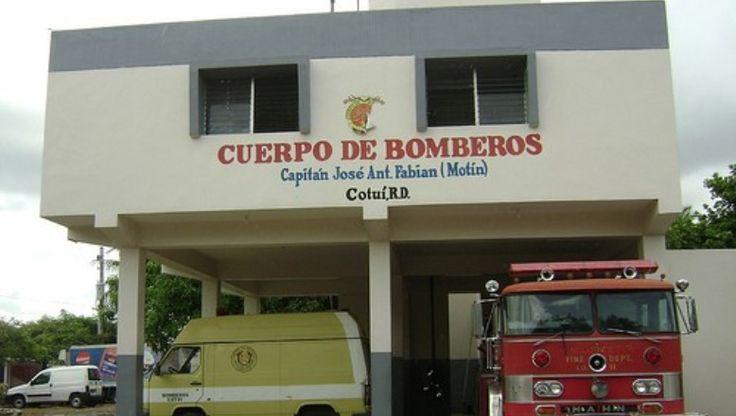 Miembros Del Cuerpo De Bomberos De Cotuí Protestan En Demanda De Pago Salarios