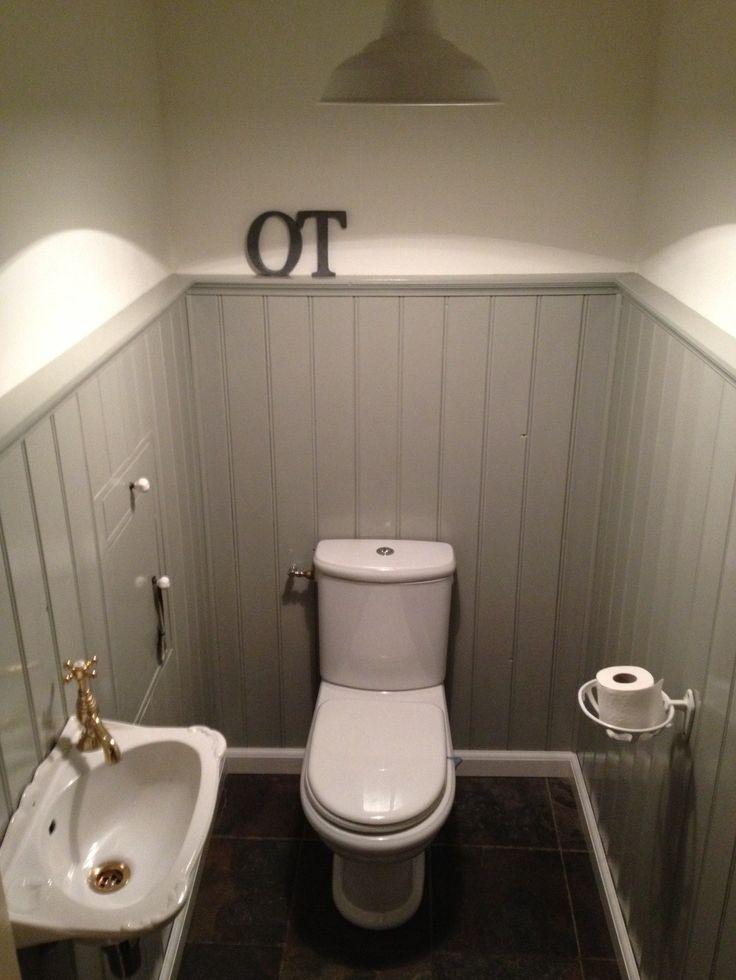 25 beste idee n over badkamer onder de trap op pinterest kelder indeling toilet beneden en for Houten lambrisering in de badkamer