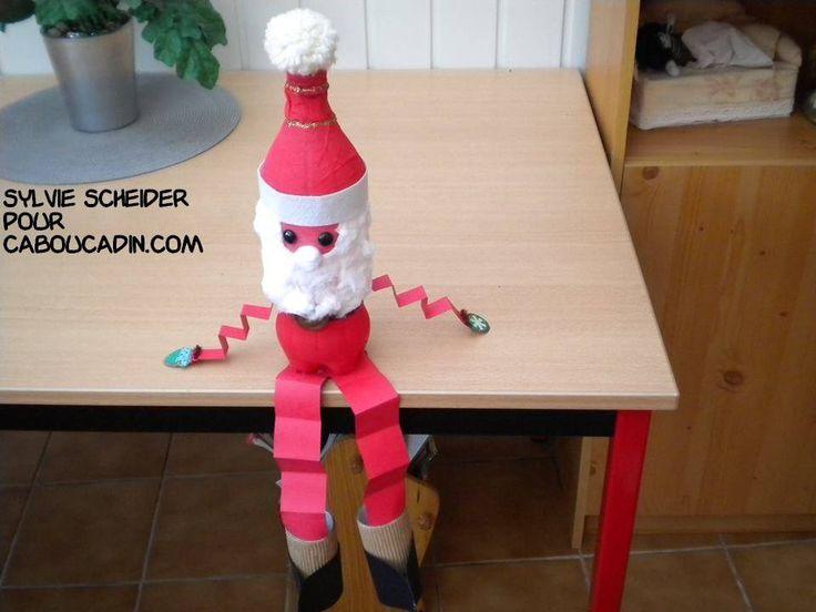 un père Noël avec du carton et du papier carton  #bricolage #noel #Noël #décoration #activité #maternelle #caboucadin #sapin #père #renne  http://www.caboucadin.com d'autres idées de Noël sur http://www.caboucadin.com/activites-de-noel.php