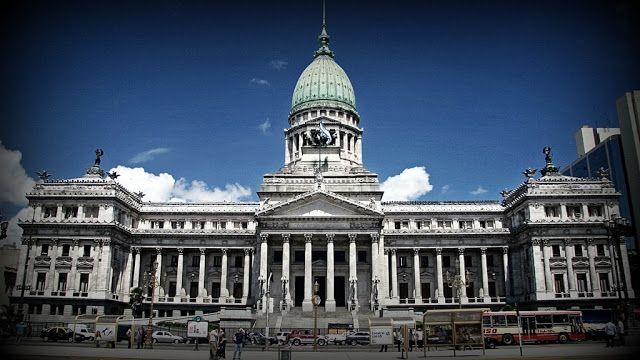Avanza en el Congreso el proyecto de ley de Compre Argentino  El proyecto de Compre Argentino eleva del 7 al 12% las prioridades para las pymes en las compras del Estado y del 5 al 8% en el caso de las empresas grandes. Un plenario de comisiones de la Cámara de Diputados buscará avanzar este martes en el debate del proyecto de reforma de la ley de Compre Argentino impulsado por el gobierno nacional en un encuentro que contará con la presencia de representantes de cámaras y asociaciones del…
