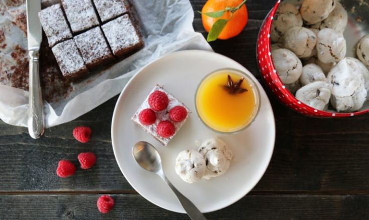 Brownies, panna cotta og marengs