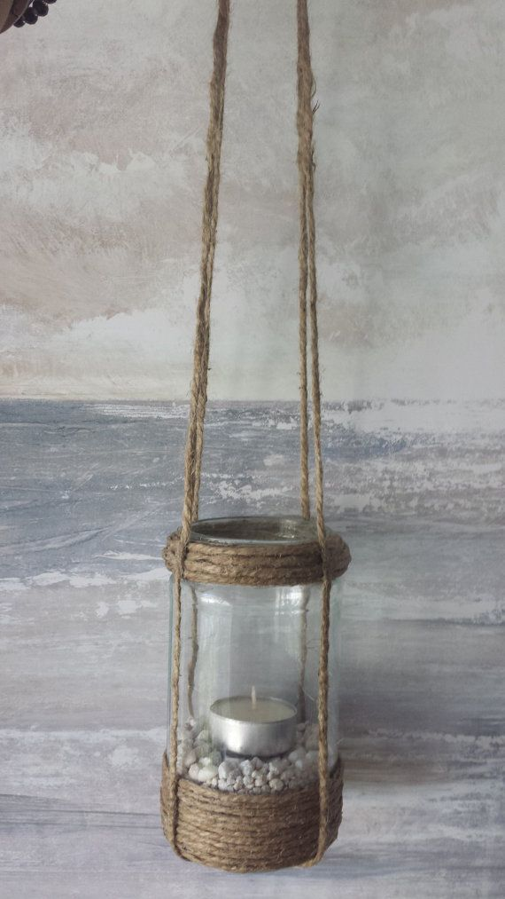 A smart idea to turn your empty jars into simple lanterns...