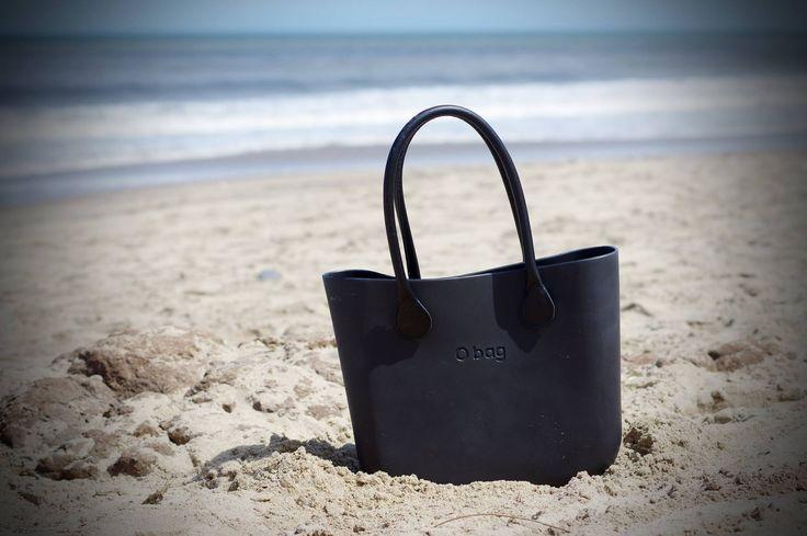 Ula e un soffio di estate! In spiaggia in black, si può fare. #Obag