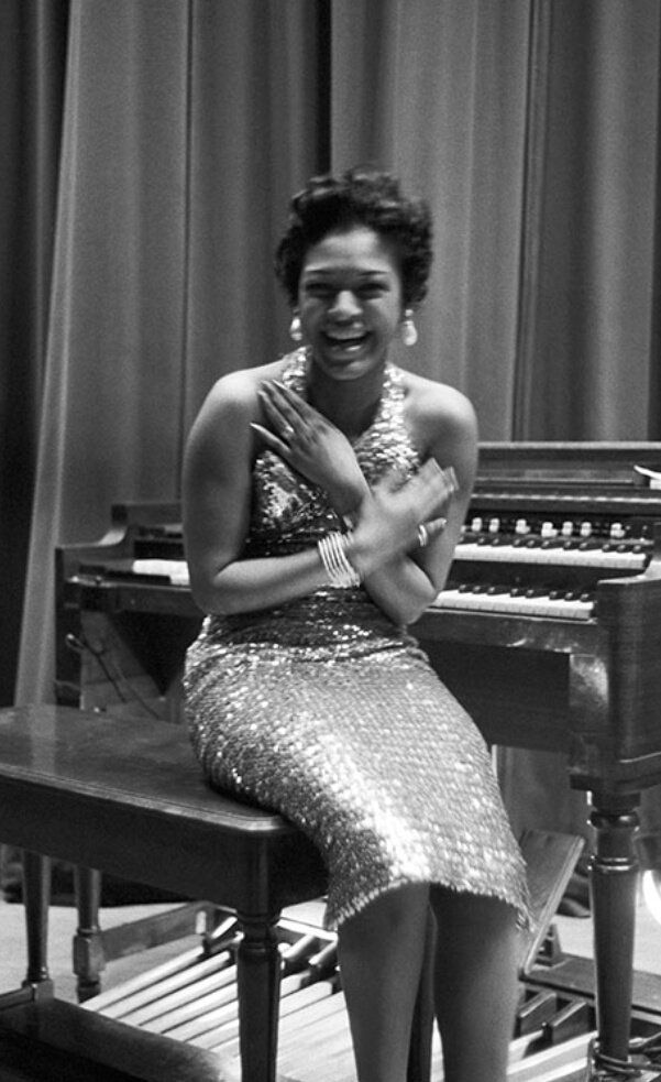 Hard bop and soul jazz organist, Shirley Scott was known as 'Queen of the Organ'. Pictured here at the 8th Street Theatre, Chicago