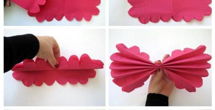 Comment faire une grosse fleur avec une serviette de papier de couleur. Utilisez de belles couleurs, on trouve tellement de belles couleurs de serviettes de tables en papier dans les magasins à 1$ maintenant! Et avec un paquet, vous pourrez pratiquer