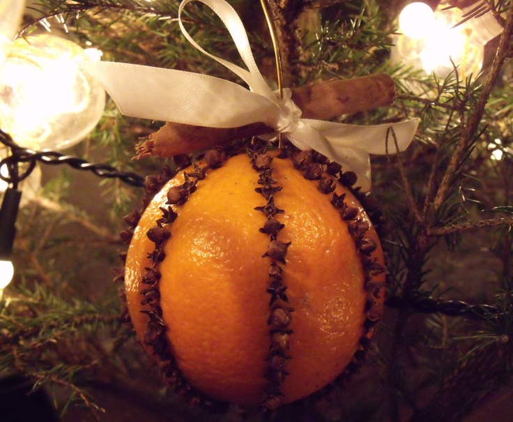 Orange clove pomander christmas holidays pinterest for Baking oranges for christmas decoration