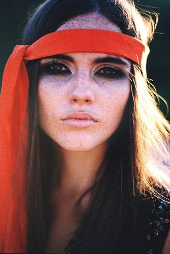 Hate the headband, but love the eye makeup. There is something slightly creepy about it, but also very mod!