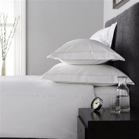 Hotel Living 800TC Single Row Cord Super King Duvet Cover, White