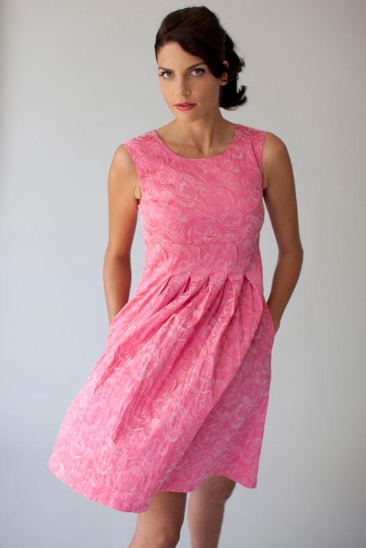Dress Naomi in pink