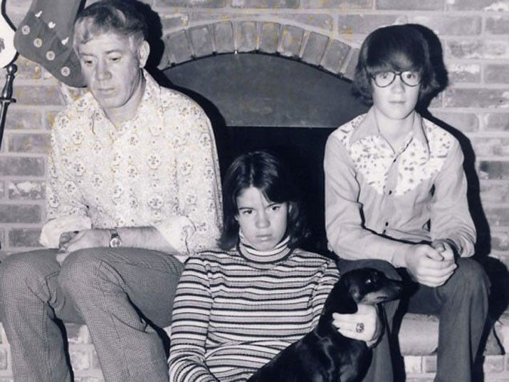 Awkward family Christmas photo