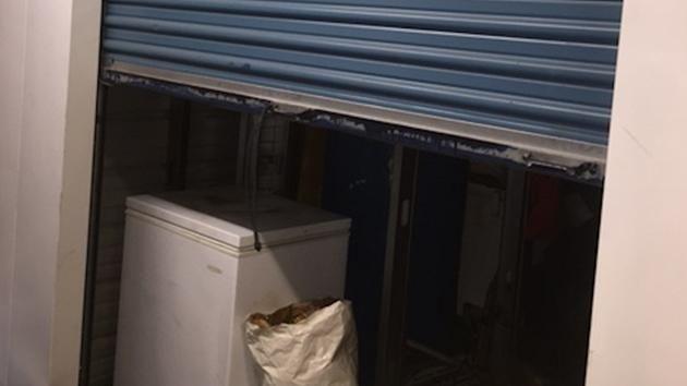 Compra freezer a un'asta: ciò che contiene è inquietante. Un uomo ha comprato due freezer a un'asta. Al suo intero ha però trovato 40 gatti congelati.