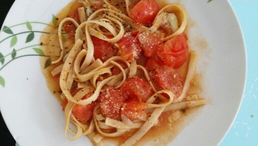Super Healthy and Simple Tomato Fettuccine.. sooo yummyy!